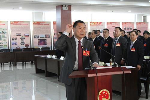 辛元平主任就职前向宪法宣誓